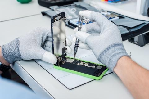 Motorola es el primer fabricante que vende kits de reparación de sus móviles