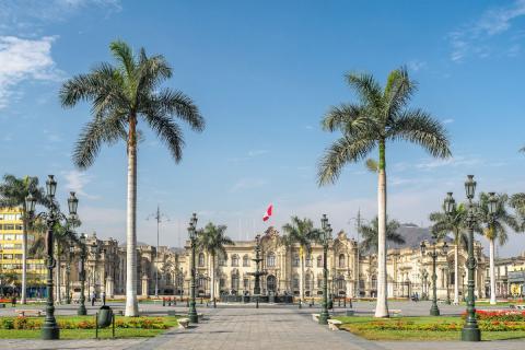 El Palacio de gobierno de Perú en la Plaza Mayor en la ciudad de Lima