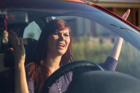 (re) chica coche atasco