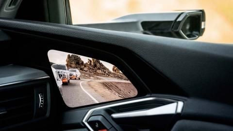 Pantalla OLED Audi Virtual Mirror