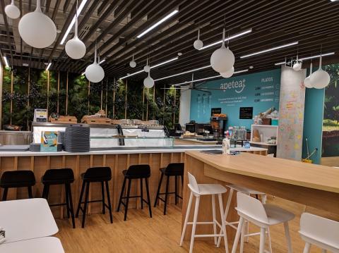 La sala común de Amazon es a la vez restaurante y comedor.