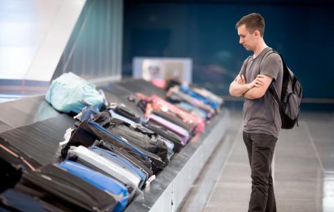 Trucos para que tu maleta sea la primera en la cinta de recogida del aeropuerto