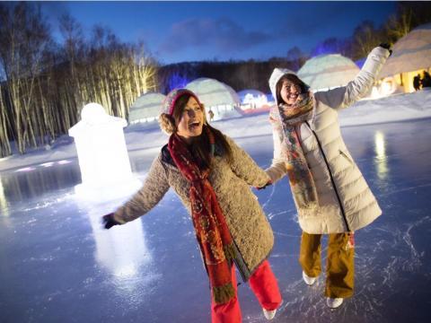 El pueblo también cuenta con una amplia gama de actividades de invierno.