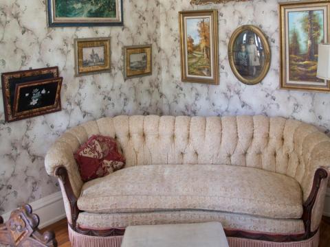 ... así como también heredarán todos los muebles y la decoración