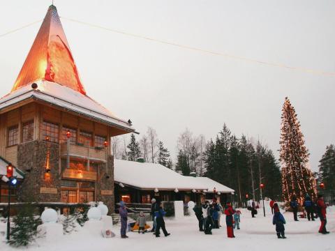 La oficina de Papá Noel en el Pueblo de Papá Noel, en el Círculo Polar Ártico, cerca de Rovaniemi, Finlandia.
