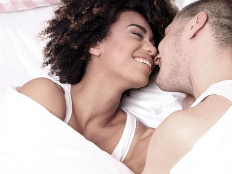 Reír juntos es señal de tener buena química.