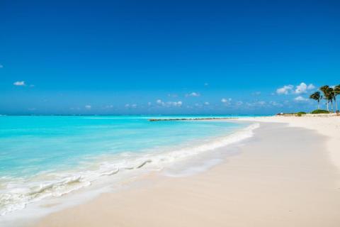5. Grace Bay, Providenciales, Islas Turcas y Caicos.