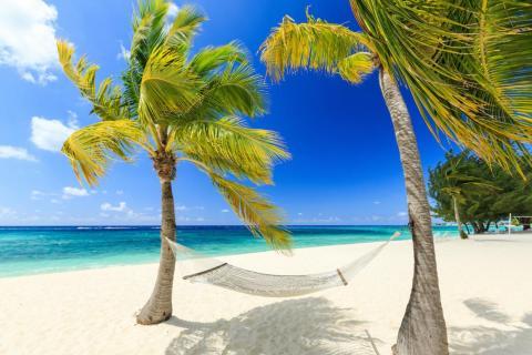8. Playa de Siete Millas, Islas Caimán.