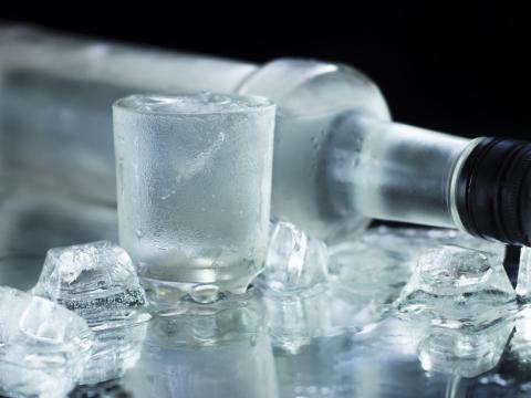 El alcohol sellado puede durar bastante.