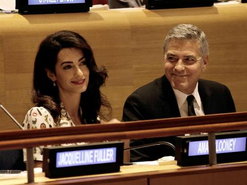Amal y George Clooney  en una Cumbre de Líderes por Refugiados en la Asamblea General de  Naciones Unidas en 2016.