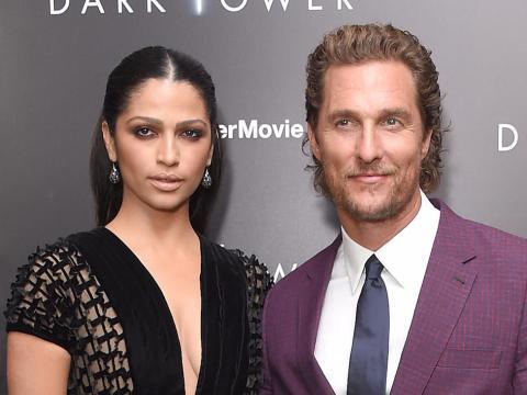 """Camila Alves y Matthew McConaughey en la premiere de """"La Torre Oscura"""" en 2017."""
