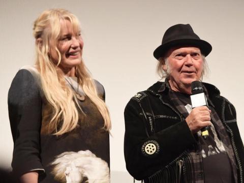 Daryl Hannah y Neil Young en SXSW 2018.