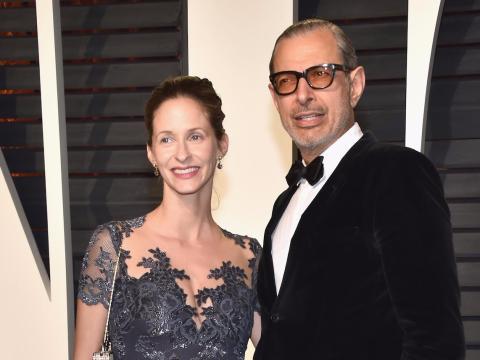 Emilie Livingston y Jeff Goldblum en 2017 en una fiesta de Vanity Fair.