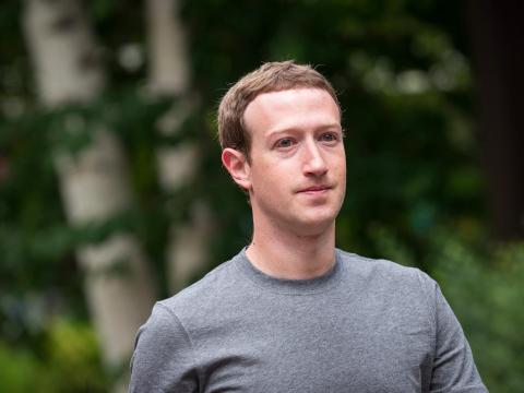"""El CEO de Facebook, Mark Zuckerberg, asegura que es """"su jardín, dando vueltas en círculos"""" [RE]"""