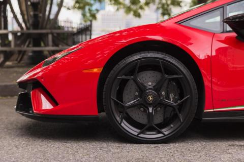 The Huracán Performante sports ventilated carbon-ceramic brakes and meaty black calipers. A necessity, to slow the Lambo from a top speed of 202 mph.