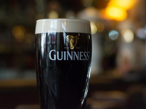No puedes hablar de cerveza en Irlanda sin mencionar la Guinness.