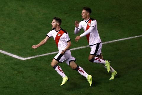 José Ángel Pozo celebra un gol con el Rayo