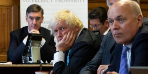 De izquierda a derecha, los diputados conservadores Jacob Rees-Mogg, Boris Johnson e Iain Duncan-Smith.
