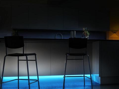 Una barra lumínica que añade la luz suficiente para ayudar a picar a medianoche [RE]
