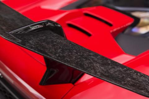 Look closely and you can see that it's made of Lamborghini's Forged Composite material, a type or carbon fiber that's compressed rather than woven. That's what accounts for the cool patterning.