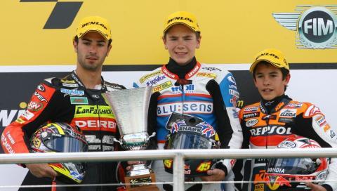 Marc Márquez (derecha), en el podio del GP de Gran Bretaña de 2008 [RE]
