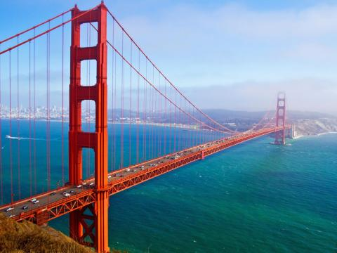 """La CEO y fundadora de Minted, Mariam Naficy, opta por """"correr por el puente Golden Gate"""" [RE["""