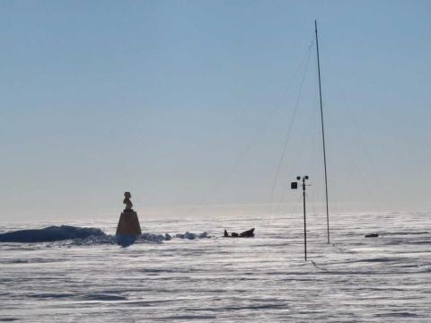 El antiguo Polo Soviético de la Estación de Inaccesibilidad, visto en enero de 2007.