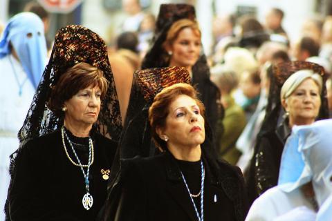mujeres con mantilla