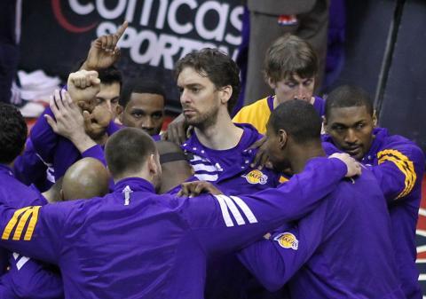 Pau Gasol, en un partido con los Lakers en 2012