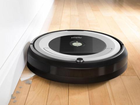 Un robot aspirador que limpia los pisos con el mínimo esfuerzo del humano [RE]