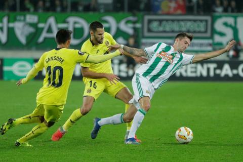 Sansone (i) y Pedraza (centro), durante un partido del Villarreal