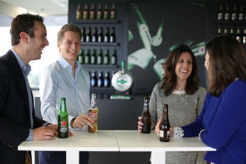 En la sede de Madrid, no podía faltar un bar en el que disfrutar de unas cervezas