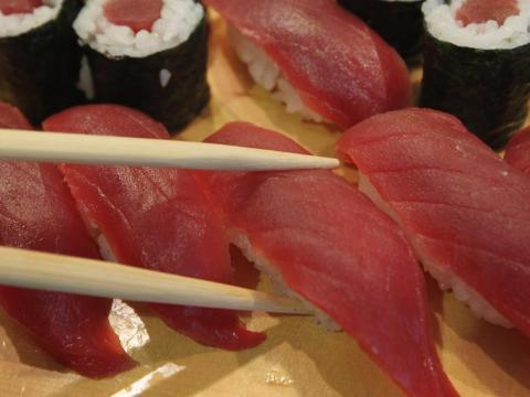 Tuna contains vitamin D.