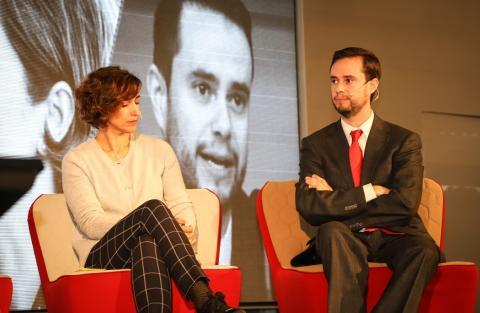 Virginia Ocio, responsable de nuevas iniciativas en la Dirección General de Sostenibilidad de Endesa, y Juan Alberto Ortigosa, representante del Ministerio de Industria.
