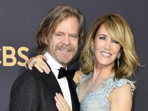 William H. Macy y Felicity Huffman en los premios Emmy 2017.