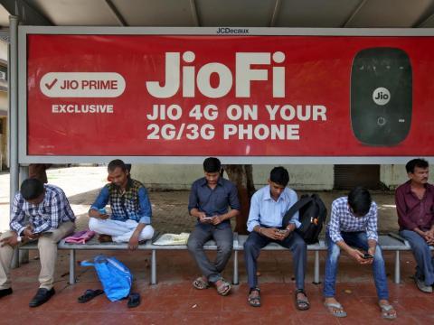 La compañía de telecomunicaciones de Ambani, Jio, ha sacudido la industria en la India, creciendo a 200 millones de suscriptores en solo dos años.