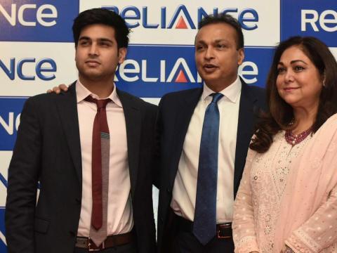 ... y tienen dos hijos. Anmol Ambani, de 27 años, trabaja en la empresa de su padre y fue nombrado director de la Junta de Reliance Capital en 2016.