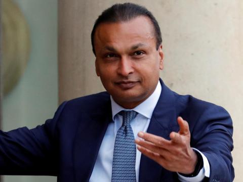 Anil Ambani, de 59 años, presidente de Reliance Group, tiene un patrimonio estimado de 1.800 millones de dólares, más de 48.000 millones menos que su hermano mayor.