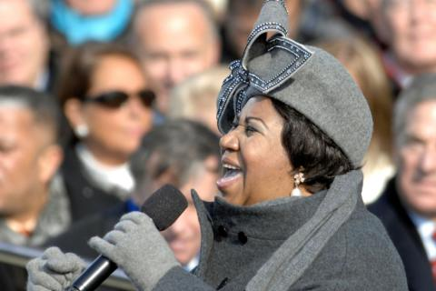 Aretha Franklin canta en un acto en 2009