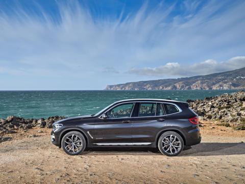 ... BMW X3, ...