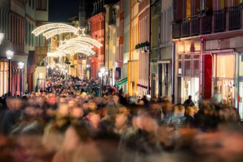 Viernes Negro 2019 España: Amazon, MediaMarkt, El Corte Inglés, PcComponentes, Fnac calle en Navidad durante compras