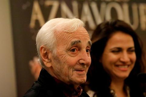 El cantante Charles Aznavour, durante una presentación.