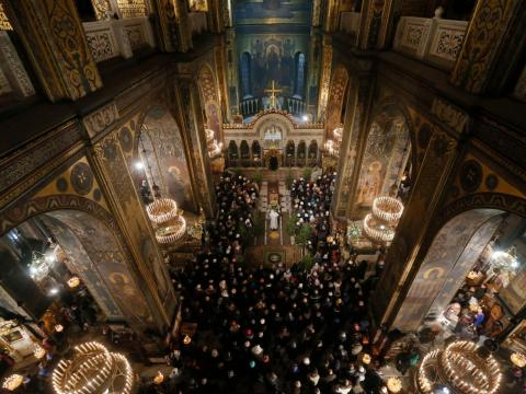 Creyentes Ortodoxos acuden a la Catedral de San Volodymyr