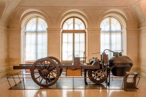 El vehículo de vapor creado por Nicolas-Joseph Cugnot, en el Museo de las Artes y Oficios de París.
