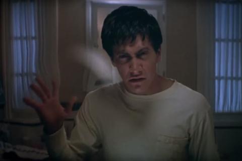 'Donnie Darko' empieza paseando sonámbulo y termina por escuchar a un conejo siniestro gigante que anuncia el fin del mundo