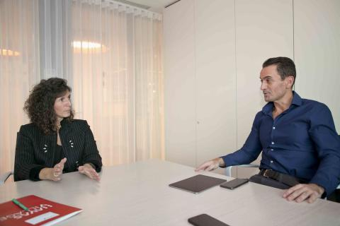 Ester García Cosín (directora general de Havas Media Group España) junto con Manuel del Campo (CEO de Axel Springer España)