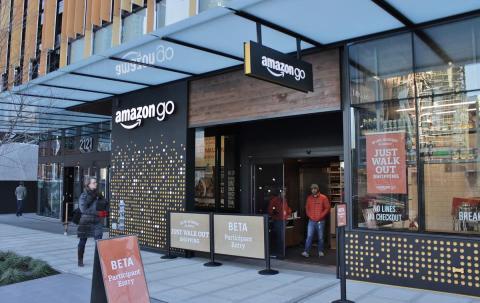 Fachada de la primera tienda Amazon Go en Seattle (EE UU), el día de su inauguración en diciembre de 2016.