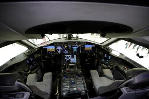 Here's a look inside the Dreamliner's state-of-the-art digital cockpit.