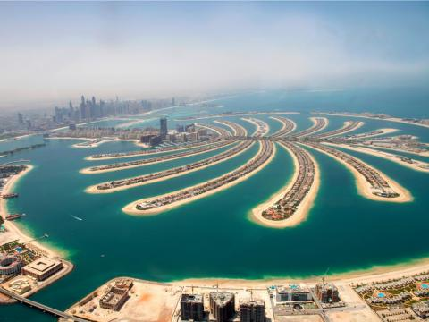 I stayed at a hotel on Dubai's massive artificial island shaped like a palm tree and it's more surreal than any photos can show