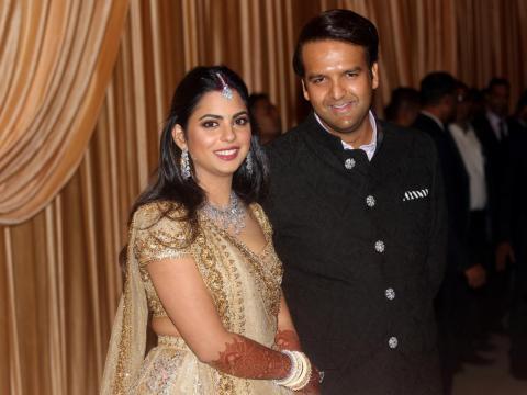 Isha se casó con Anand Piramal, de 33 años, heredero de un negocio de bienes raíces y farmacéutico, en diciembre de 2018, después de varios lujosos eventos previos a la boda.